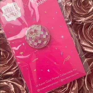 Rosé Mansion 14k gold plated pin
